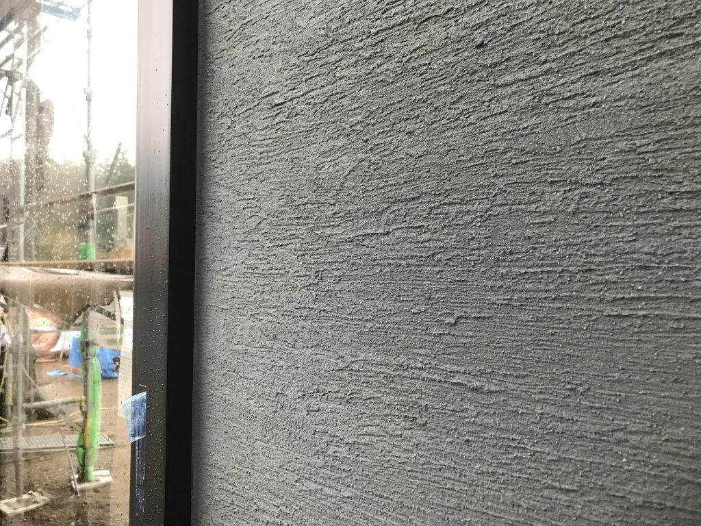 深沢の家の外壁は左官仕上げ。